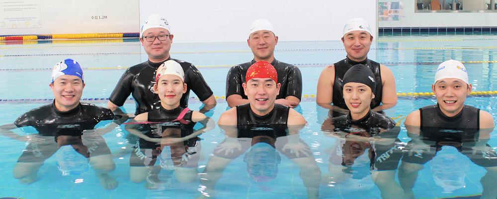 마포푸르메스포츠센터는 모두의 건강과 행복을 위한 통합체육문화 조성을 사명으로 수중재활, 특수체육, 통합수영, 문화프로그램 등 다양한 사업을 진행하는 장애인체육시설입니다.